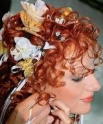прическа для рыжей девушки на свадьбу на средние волосы