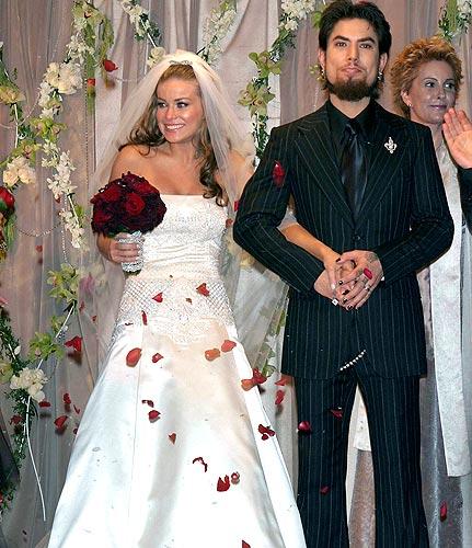 Прическа от Кармен Электра и прекрасно украшенное платье