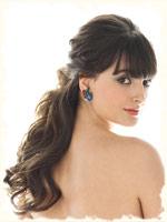 на невесте романтическая прическа с свободными локонами волос