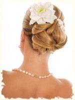 собранные волосы в пучек украшенные заколкой очень часто можно увидеть на свадьбе