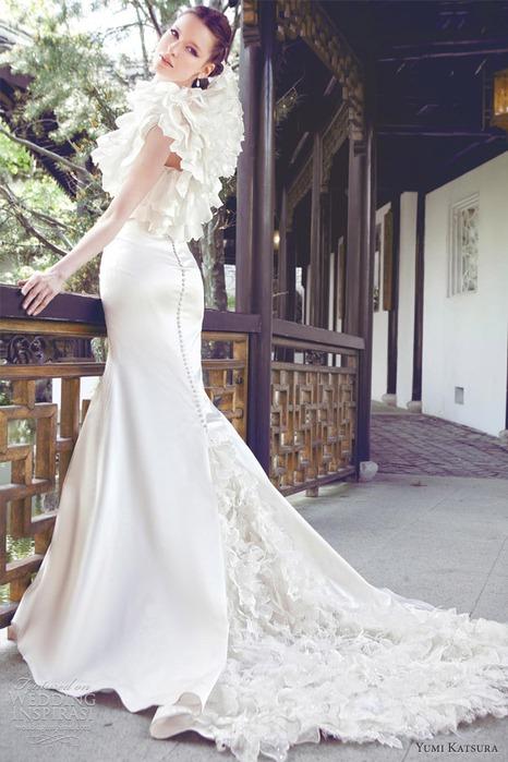 специальный пошив из драгоценных камней одно из самых дорогих свадебных платьев
