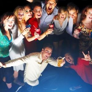 Веселые и взрослые конкурсы для компании друзей и знакомых
