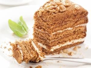 Что входит в состав классического медового торта?