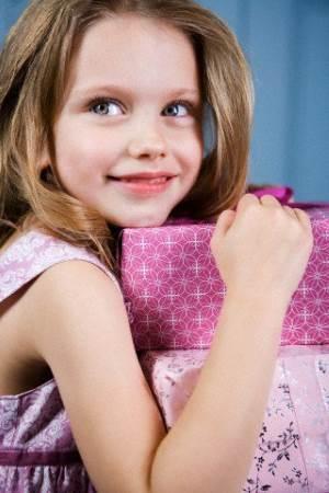 О чем мечтает маленькая девочка?