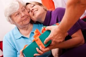 Что влияет на выбор подарка для свекрови?