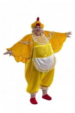 Женщина в костюме курочки